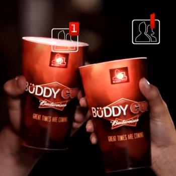 Naming : Buddy Cup, gobelets permettant à deux personnes qui trinquent de s'ajouter mutuellement sur Facebook via un QR Code